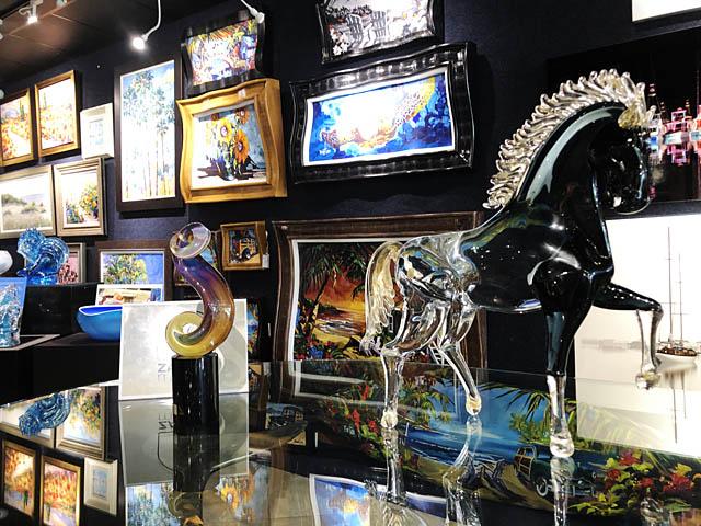 Wyland Gallery Sarasota - Art Gallery on Lido Key - Murano Glass
